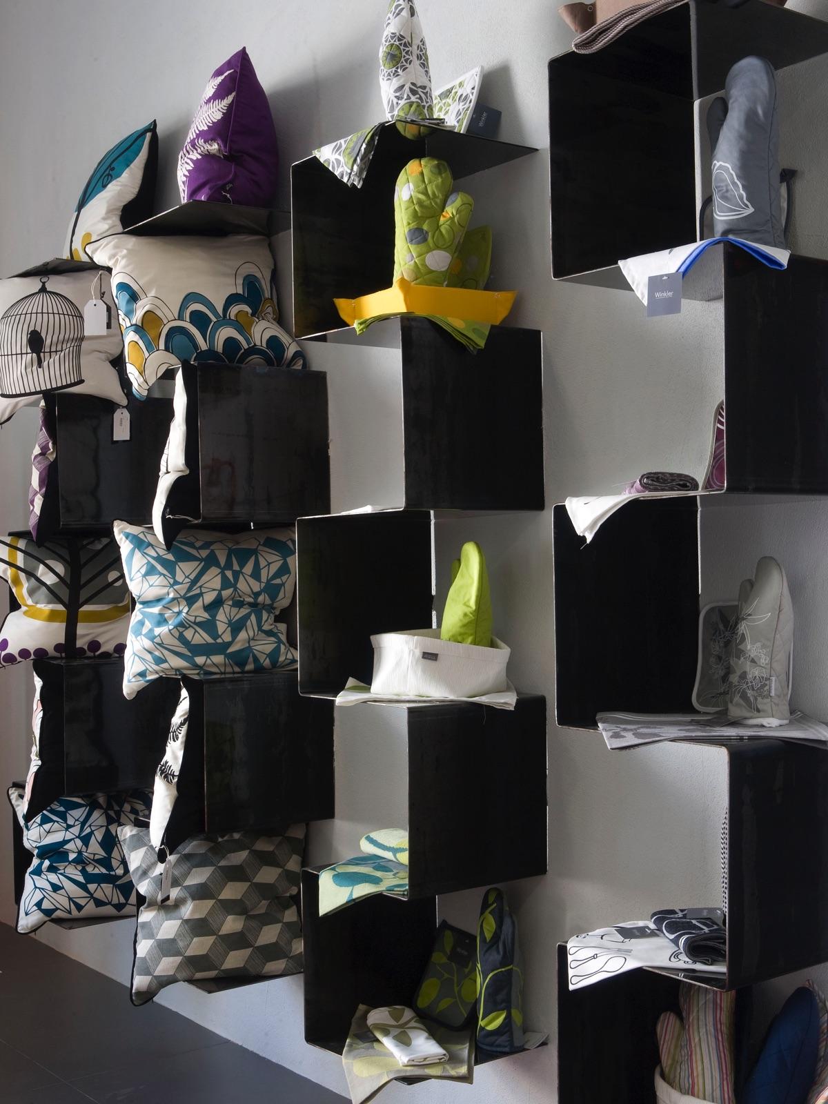 particolare sistema di esposizione Rasenti Home & Design